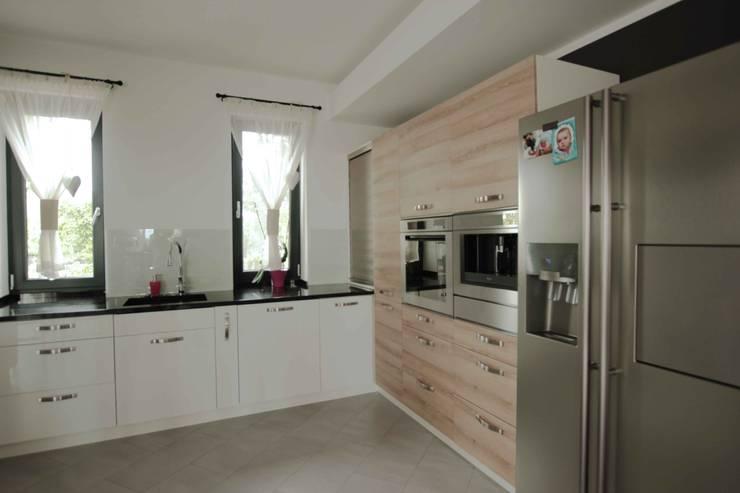 Dom: styl , w kategorii Kuchnia zaprojektowany przez FAJNY PROJEKT