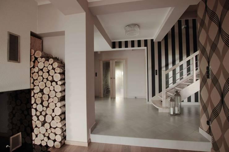 Dom: styl , w kategorii Korytarz, przedpokój zaprojektowany przez FAJNY PROJEKT
