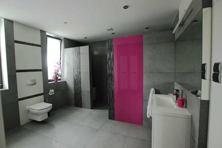 Dom: styl , w kategorii Łazienka zaprojektowany przez FAJNY PROJEKT