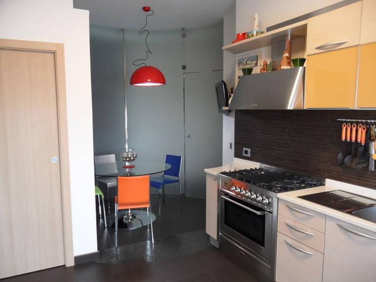 Foto Cucina: Cucina in stile in stile Moderno di RGROOM