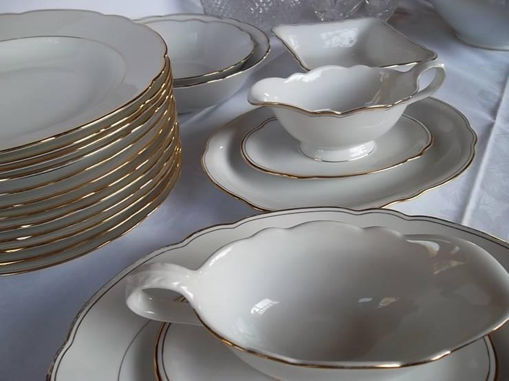 retro 20tlg. Geschirr aus Omas Zeiten Goldrand - schön als Partygeschirr: klassische Küche von homify