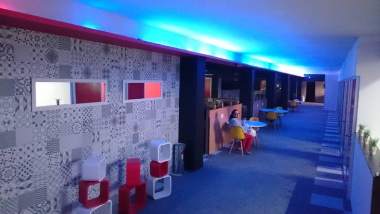 Oficinas GCK: Oficinas y tiendas de estilo  por Urbyarch Arquitectura / Diseño