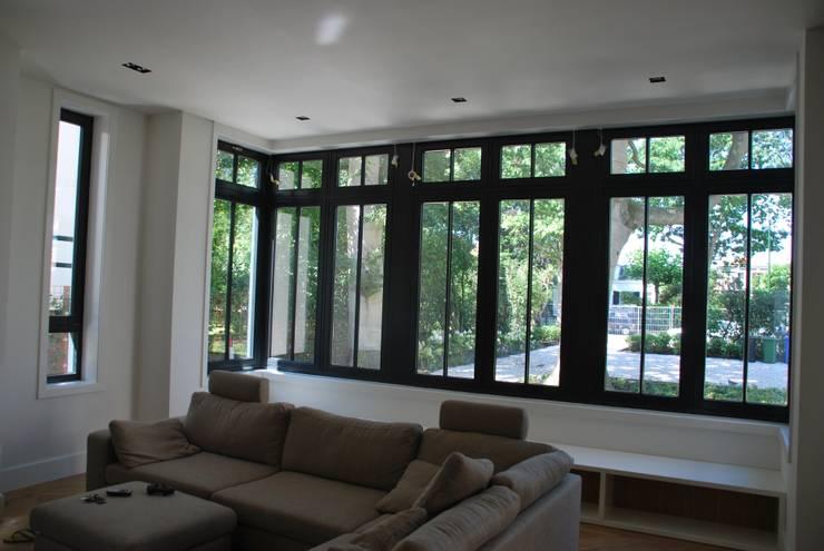 Wohnzimmer von Architektenburo J.J. van Vliet bv
