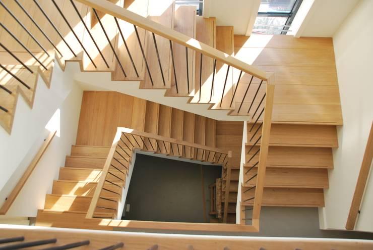 Flur & Diele von Architektenburo J.J. van Vliet bv