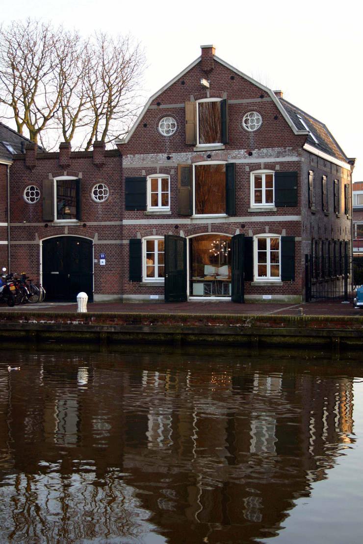 Behoud van charme en uitstraling:  Kantoorgebouwen door Architektenburo J.J. van Vliet bv, Eclectisch