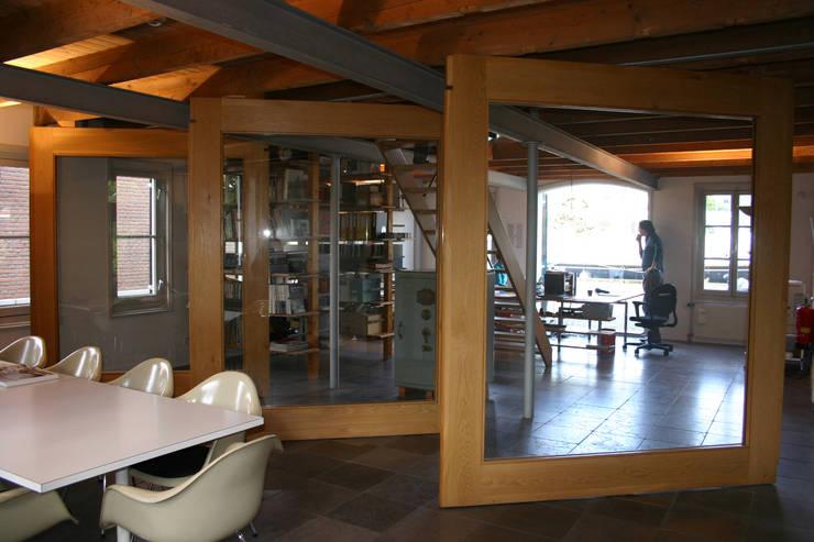 Groot effect met beperkte ingrepen:  Kantoorgebouwen door Architektenburo J.J. van Vliet bv, Eclectisch