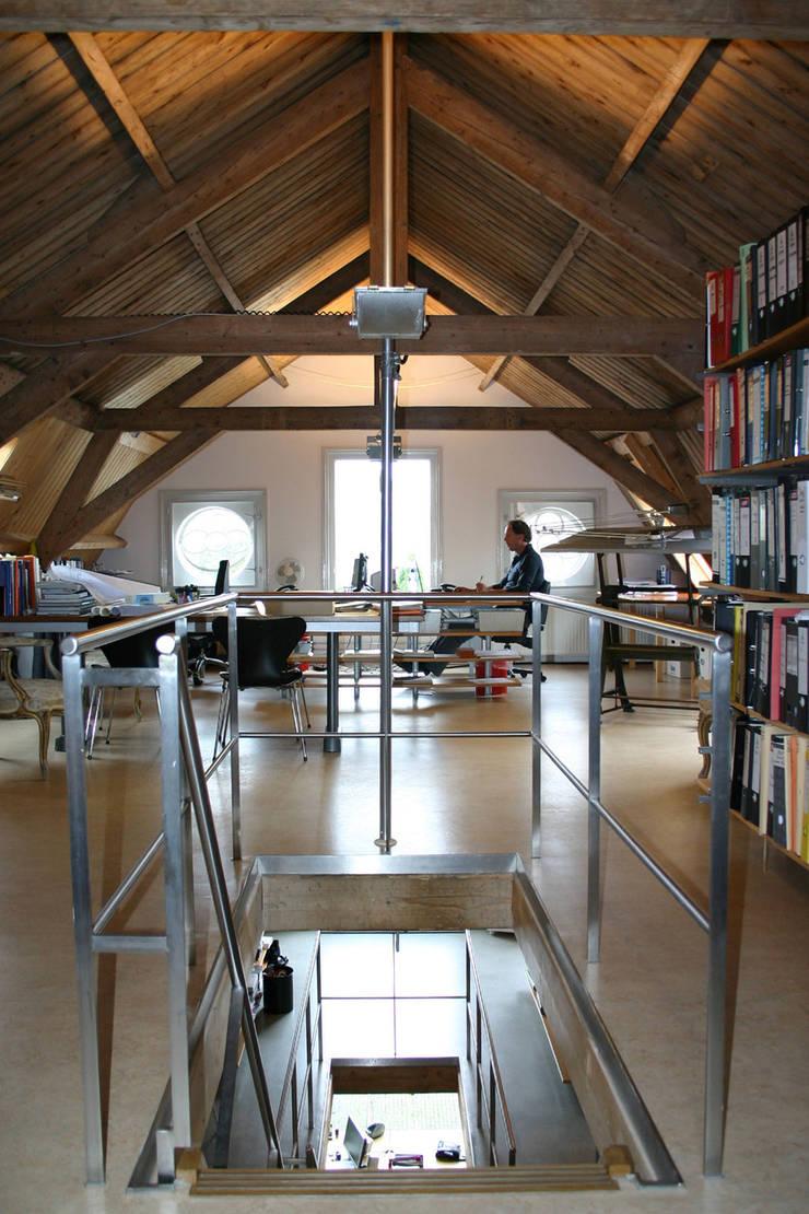 Prettige werkplekken:  Kantoorgebouwen door Architektenburo J.J. van Vliet bv, Eclectisch