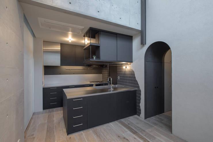 a-blancコーポラティブハウス: plots inc.が手掛けたキッチンです。,モダン