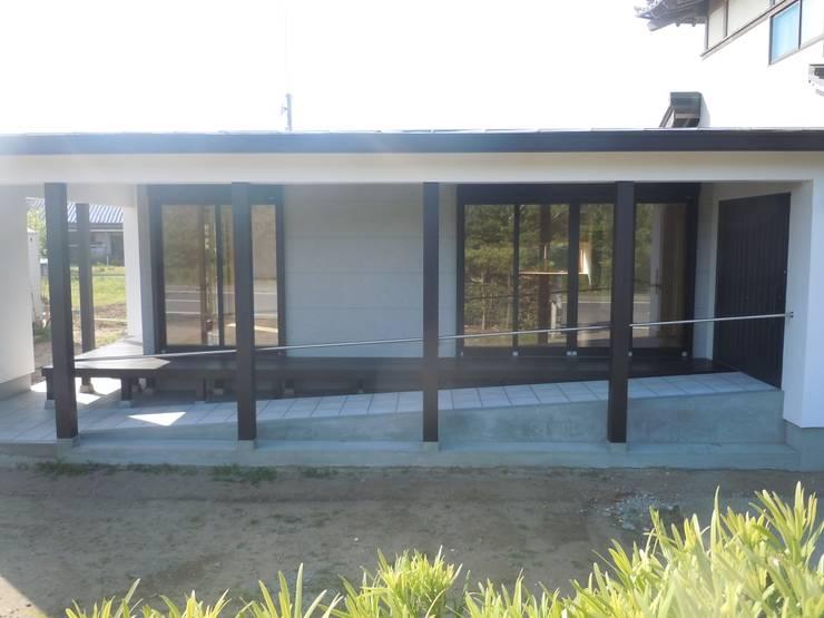 ファサード詳細: 青戸信雄建築研究所が手掛けた家です。