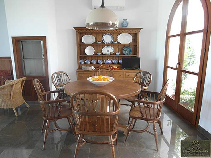 CONJUNTO DE SALÓN SERIE ESTRELLA: Comedor de estilo  de MUEBLES DE OLIVO SIOLCA