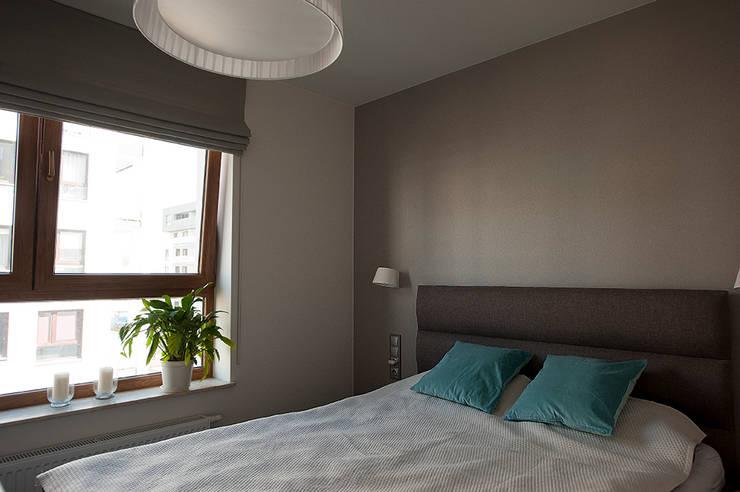 Mieszkanie z lustrem: styl , w kategorii Sypialnia zaprojektowany przez Finchstudio