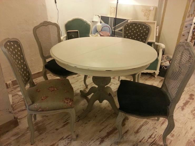 Sala da pranzo in stile in stile Moderno di white wood & co.