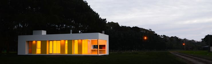 Casa La Pianola: Casas de estilo moderno por Estudio Moirë arqs.