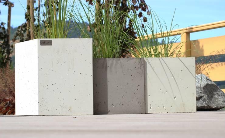 Donice betonowe - białe lub szare: styl , w kategorii Ogród zaprojektowany przez Bettoni,Nowoczesny