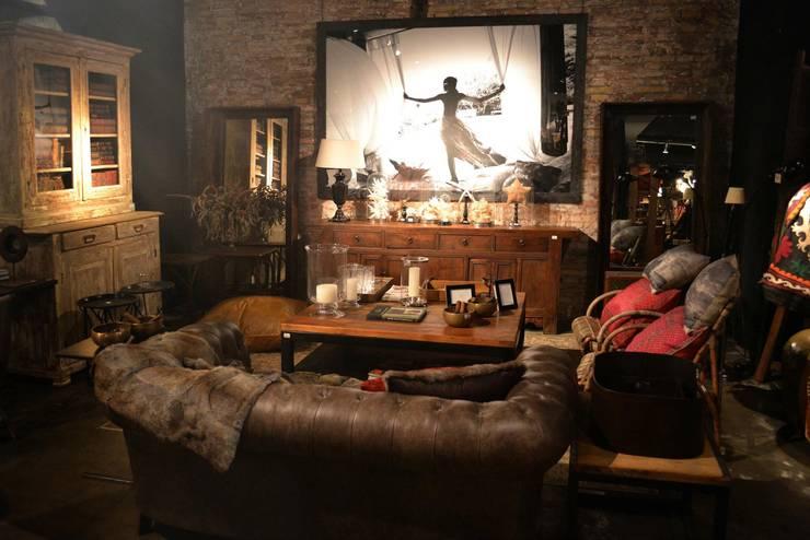 Muebles e ideas de DecoGallery: Dormitorios de estilo  por DecoGallery