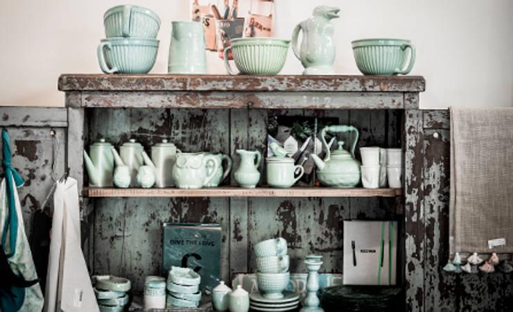 Muebles e ideas de DecoGallery: Cocinas de estilo moderno por DecoGallery