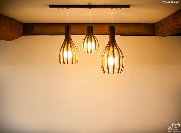 월넛 행잉 펜던트 조명 _ Curve Pendant Lighting : 유닛디자인의  다이닝 룸
