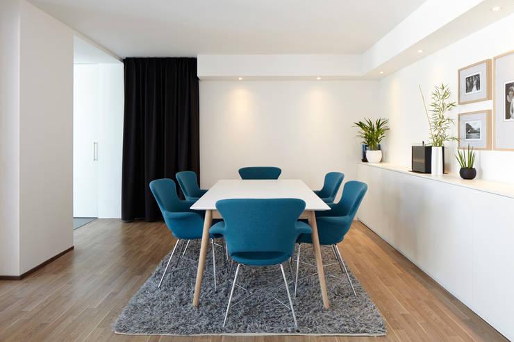 Anbau mit Aussenanlage: moderne Esszimmer von K3- Planungsstudio