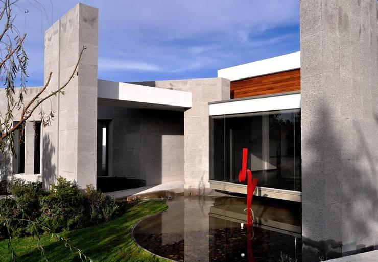 Jardines de estilo moderno por Vito Ascencio y Arquitectos