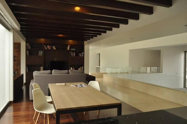 CASA PM: Comedores de estilo  por Vito Ascencio y Arquitectos