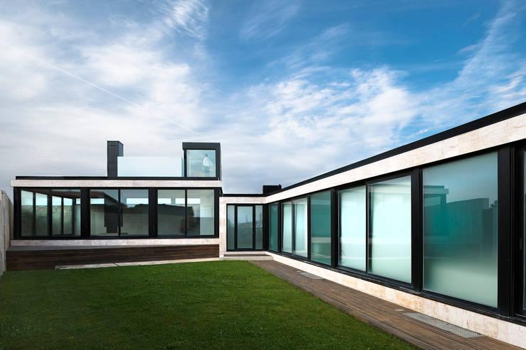 Casa das Dunas: Jardins modernos por arquitectura e design