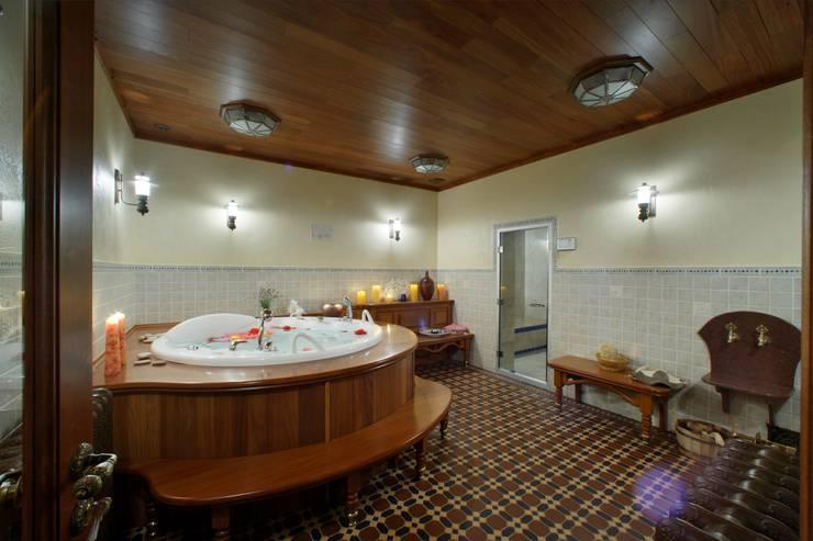 Баня в английском стиле: Ванные комнаты в . Автор – RRdesign