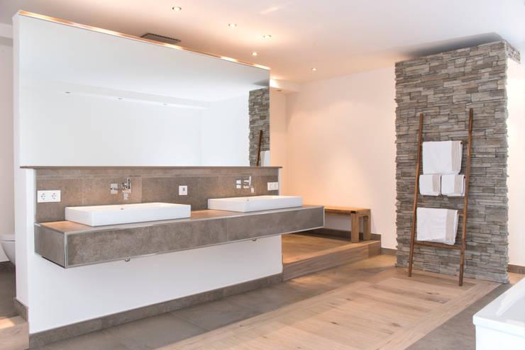 Projekty,  Łazienka zaprojektowane przez Pientka - Faszination Naturstein