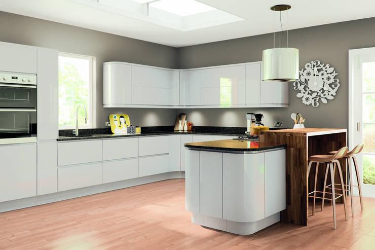Lacarre Pronto Gloss Light Grey Kitchen:  Kitchen by Kree8