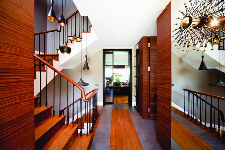 GB HOUSE:  Corridor, hallway & stairs by Esra Kazmirci Mimarlik