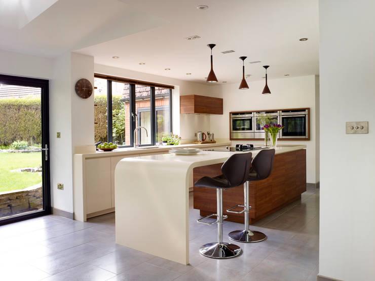 SARAH & BEN'S KITCHEN:  Kitchen by Diane Berry Kitchens