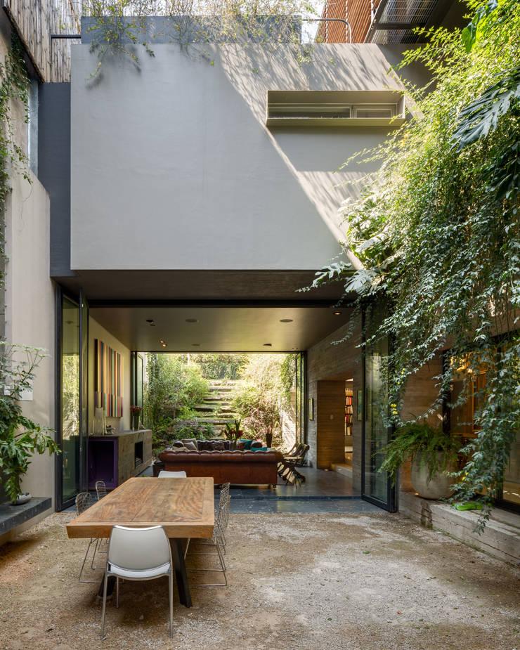 Casa PN: Jardines de estilo  por ZD+A