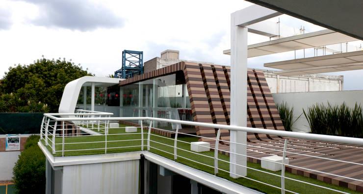 Cafe Azul y Rojo: Terrazas de estilo  por Boutique de Arquitectura  (Sonotectura + Refaccionaria)