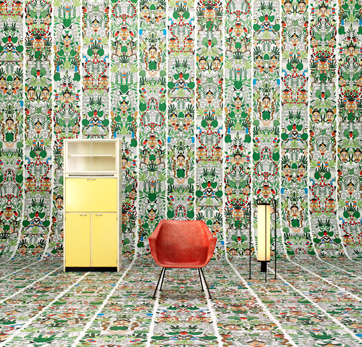 ARCHIVES WALLPAPER L'AFRIQUE: Paredes y suelos de estilo ecléctico de ROOMSERVICE DESIGN GALLERY