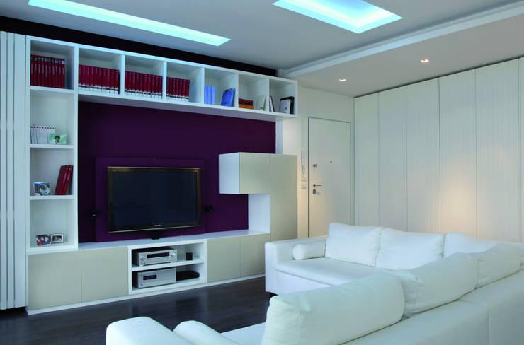 Casa S.:  in stile  di Francesco Scardaccione Architect