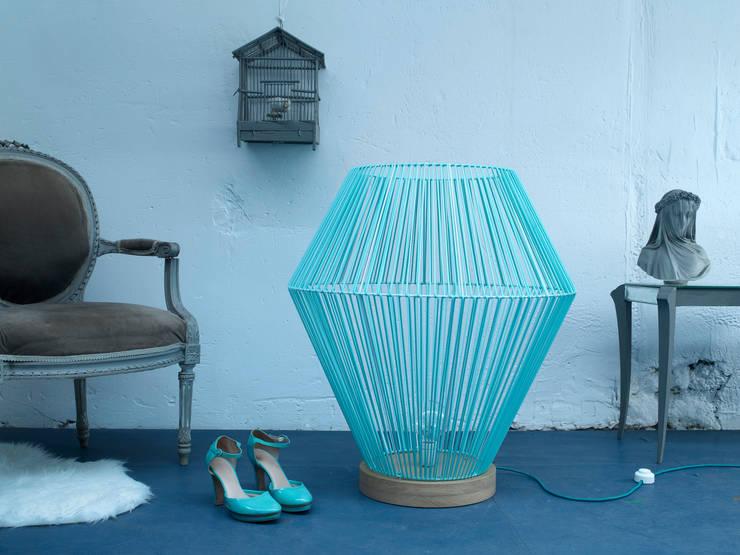 Lampe à poser shining: Maison de style  par Elsa Randé,  design artisanal de fabrication française