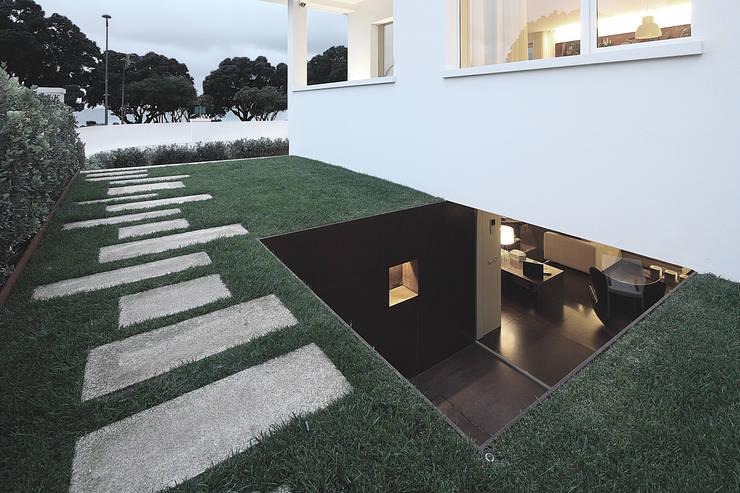 Casa José Prata: Jardins modernos por Barbosa & Guimarães, Lda.
