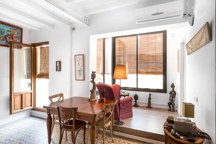 Reforma Integral de un ático en Barcelona:  de estilo  de MU Estudio Arquitectura