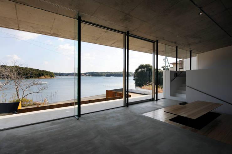 Beach House i: 山森隆司建築設計事務所 / Yamamori Architect & Associatesが手掛けたダイニングです。
