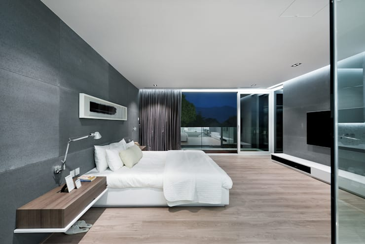 Magazine editorial - House in Sai Kung by Millimeter:  Bedroom by Millimeter Interior Design Limited