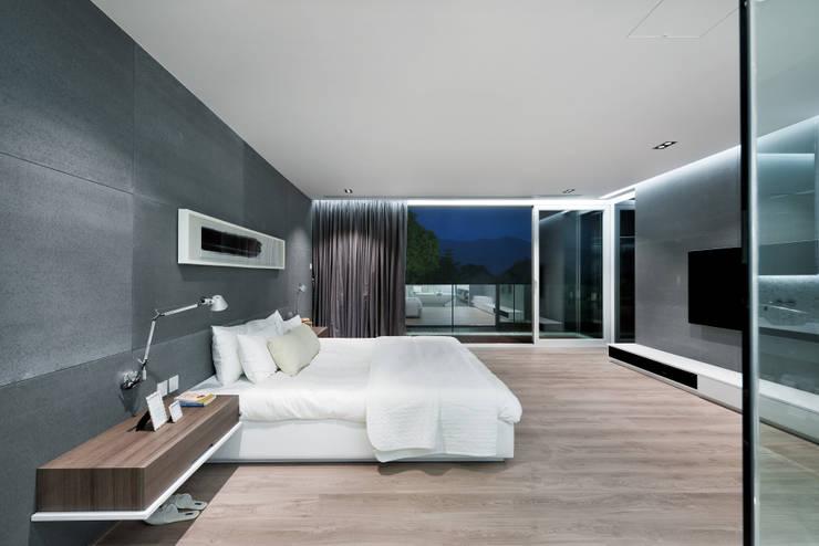Quartos  por Millimeter Interior Design Limited