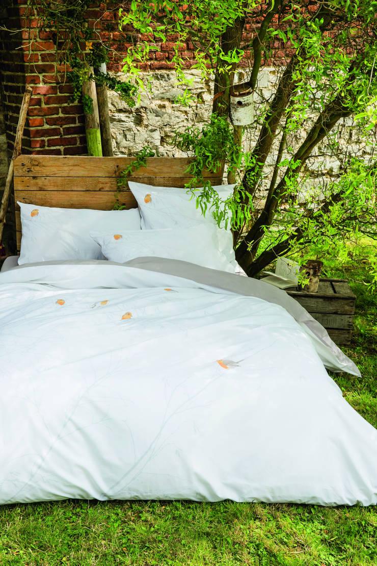 Parure de lit Perchés dans les arbres: Chambre de style  par sylviethiriez