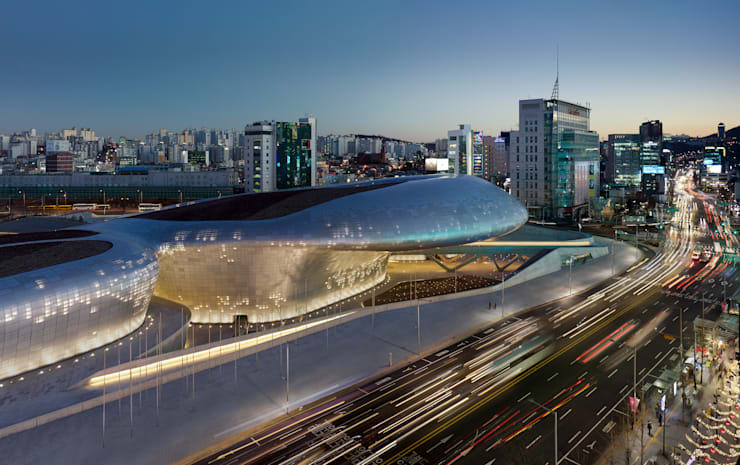 Salones de conferencias de estilo  por Zaha Hadid Architects