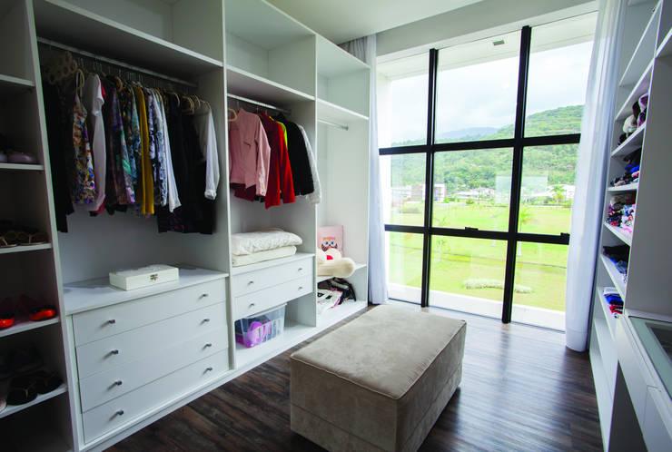 غرفة الملابس تنفيذ ZAAV Arquitetura