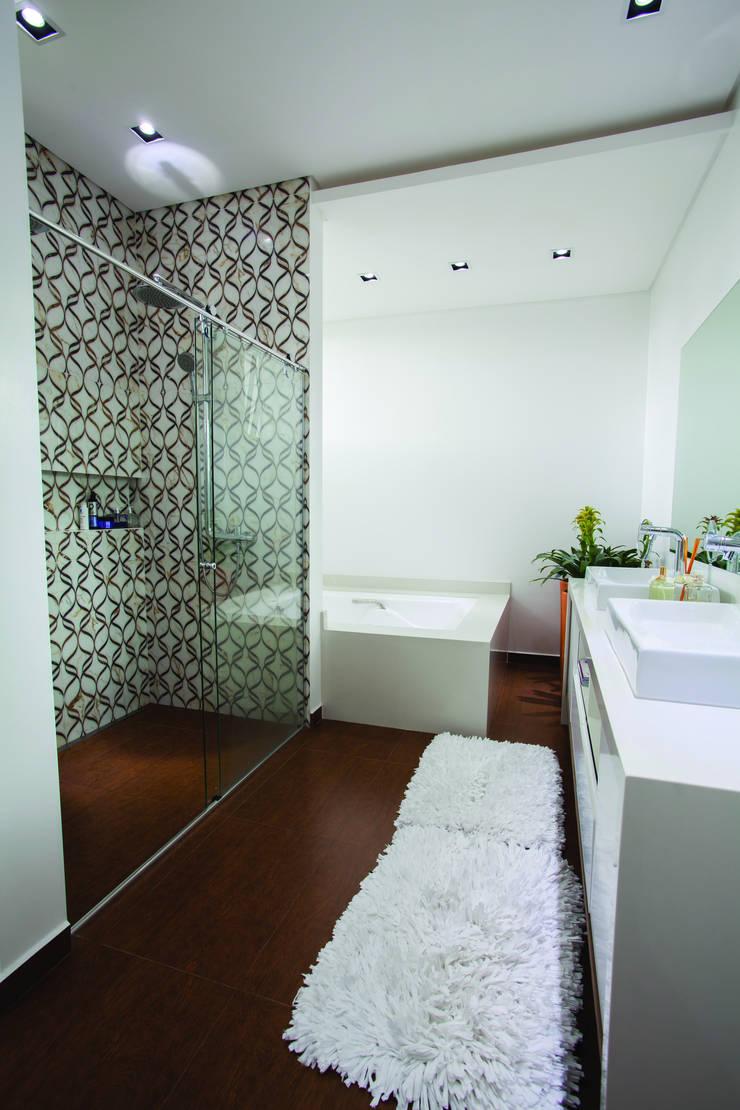 ZAAV-Casa-Interiores-1233 Banheiros minimalistas por ZAAV Arquitetura Minimalista