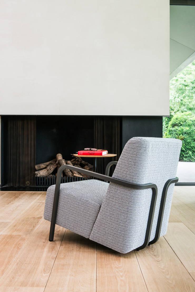 Durlet Bertus Sessel by Alain Monnens: modern  von KwiK Designmöbel GmbH,Modern