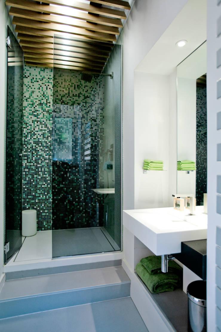 Studio 30 m2 Nice: Salle de bains de style  par ND ARCHITECTURE D'INTERIEUR
