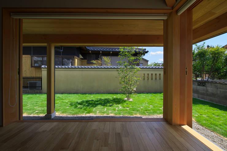 Wohnzimmer von 五藤久佳デザインオフィス有限会社, Ausgefallen