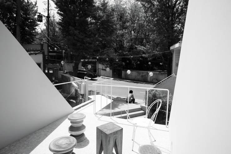 저집 (Jeo-Jip): studioVASE의  상업 공간