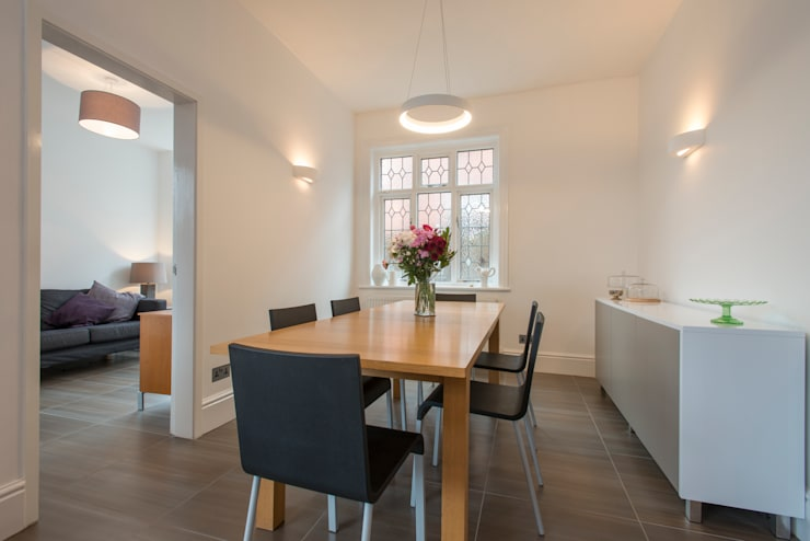 Mr & Mrs Hopkins:  Dining room by Diane Berry Kitchens