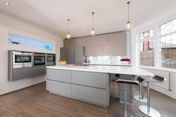Mr & Mrs Hopkins:  Kitchen by Diane Berry Kitchens
